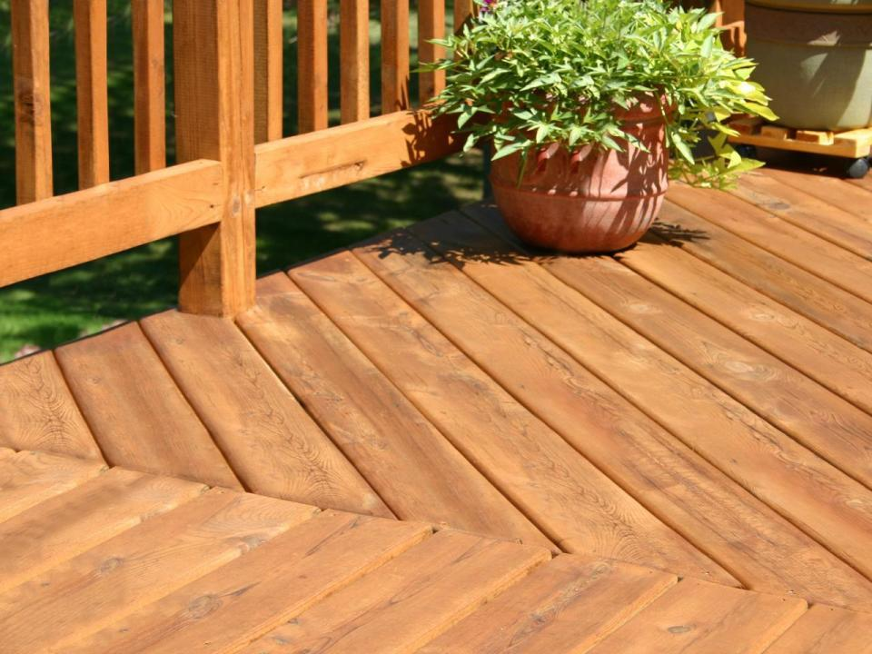 Timber & Composite Deck Installer