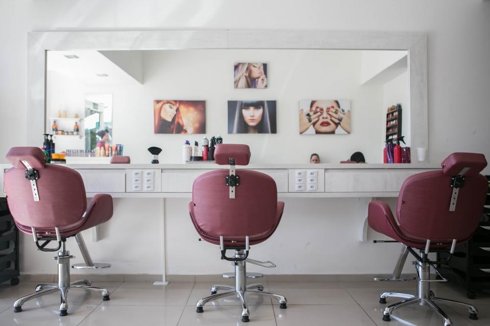 Salon in a good Outer West Durban Mall - R900k profit achievable